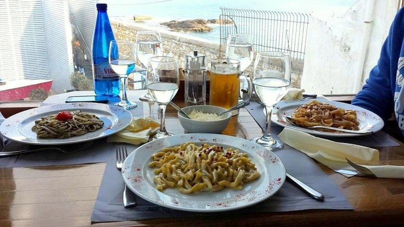 φαγητό στο Μικρολίμανο