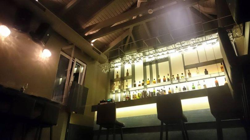 Restaurant balcony restaurant bar make free reservation for Balcony bar and restaurant